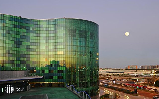 Hilton Capital Grand Abu Dhabi 1