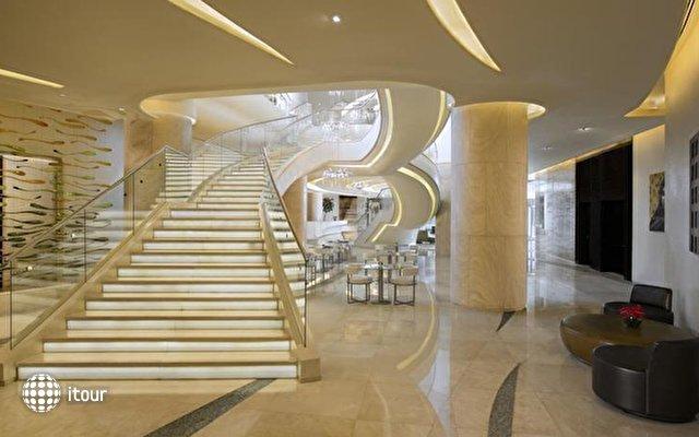 Hilton Capital Grand Abu Dhabi 7
