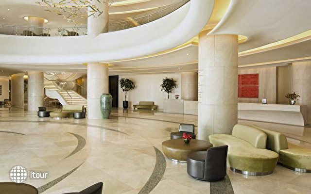 Hilton Capital Grand Abu Dhabi 8