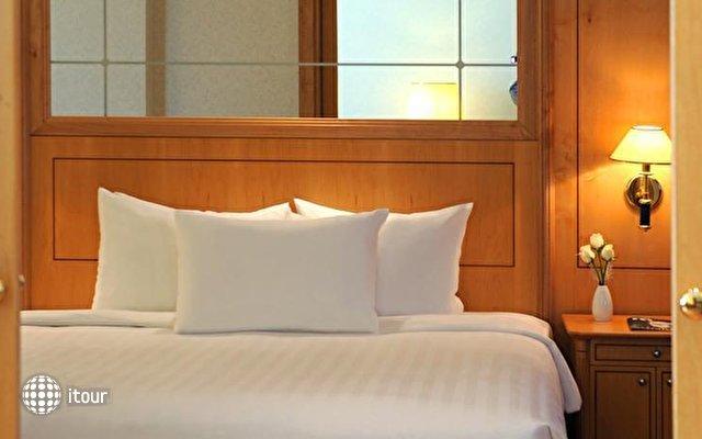 Crowne Plaza Hotel 7