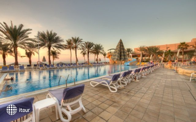 Sharjah Grand Hotel 6