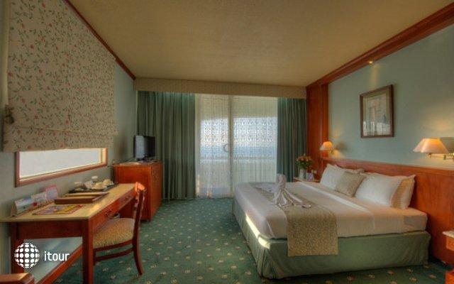 Sharjah Grand Hotel 8