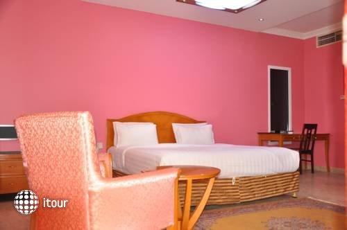 Waves Resort 8