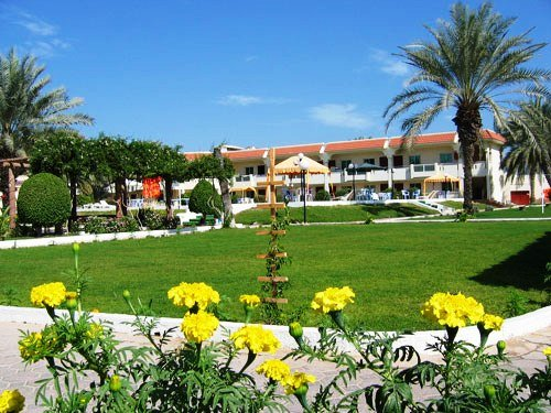 Flamingo Beach Resort 3