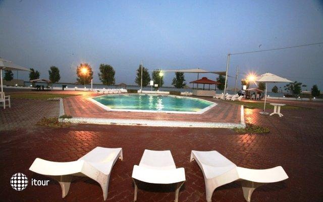 Pearl Beach Hotel 6