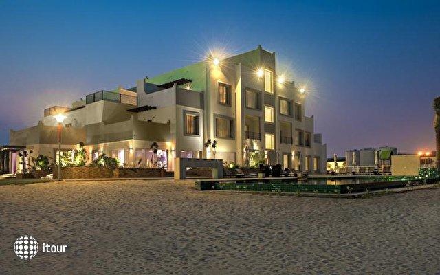 Pearl Beach Hotel 1