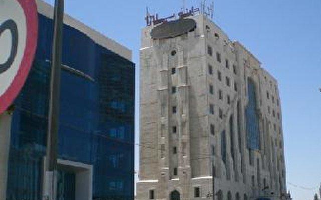 Dana Plaza 8