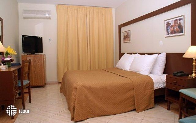 Aqua Vista Hotel & Suites 7
