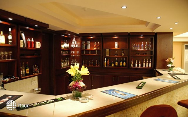 Aqua Vista Hotel & Suites 10