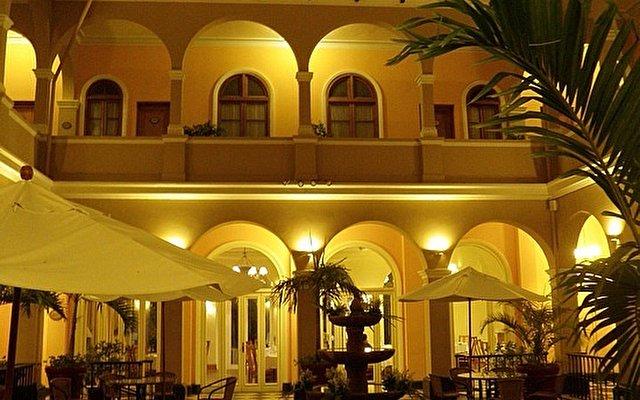 Sur Plaza Hotel 11