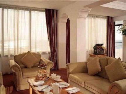 Crowne Plaza Hotel 9