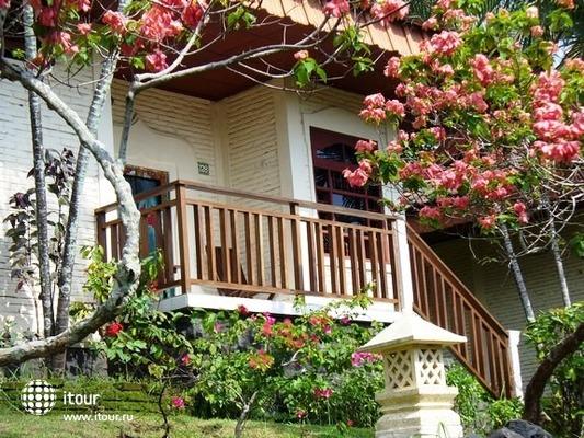 Puri Bunga Beach Cottages 5