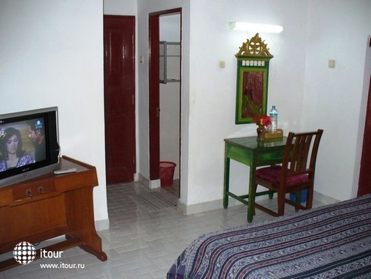 Puri Bunga Beach Cottages 8