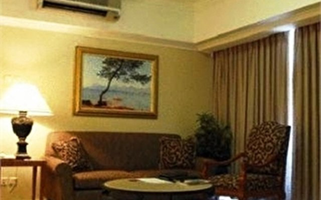 The Aryaduta Suites Hotel Semanggi 9