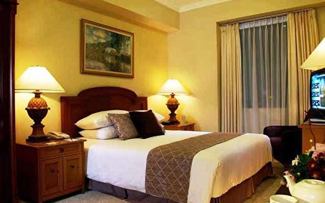 The Aryaduta Suites Hotel Semanggi 3