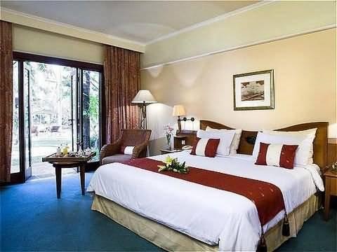 Novotel Surabaya Hotel & Suites 3
