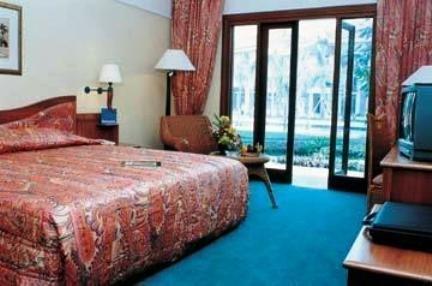 Novotel Surabaya Hotel & Suites 6