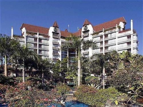 Novotel Surabaya Hotel & Suites 1