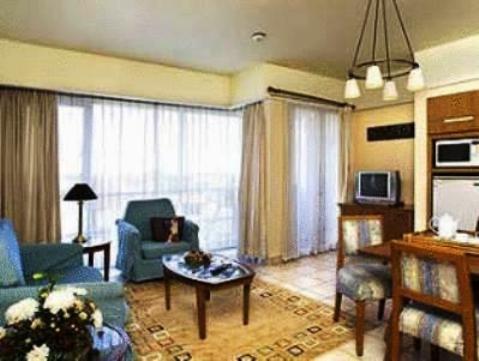 Novotel Surabaya Hotel & Suites 10