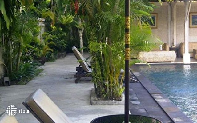 Ubud Village Hotel 10