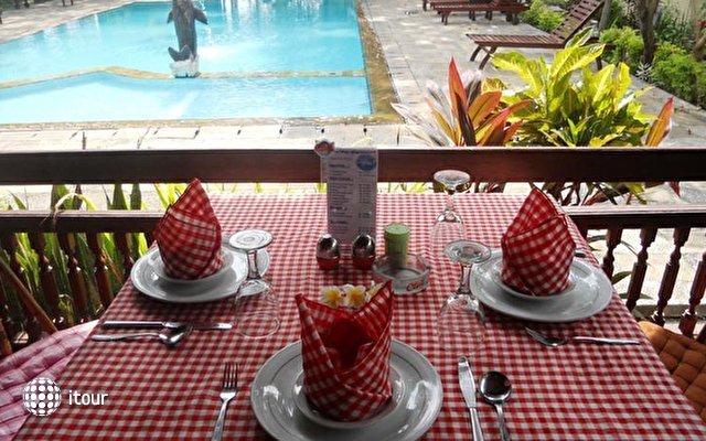 Bali Lovina Beach Cottages 4
