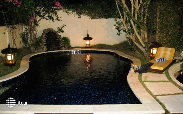 The Watergarden Hotel 10