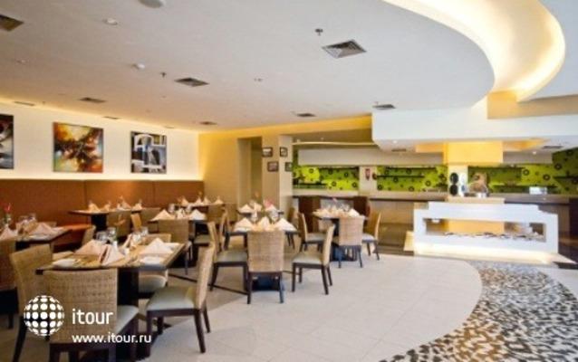 Novotel Manado Golf Resort & Convention Center 5