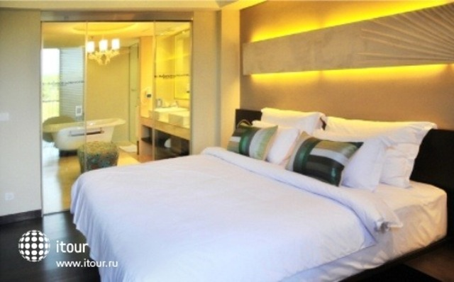 Novotel Manado Golf Resort & Convention Center 7