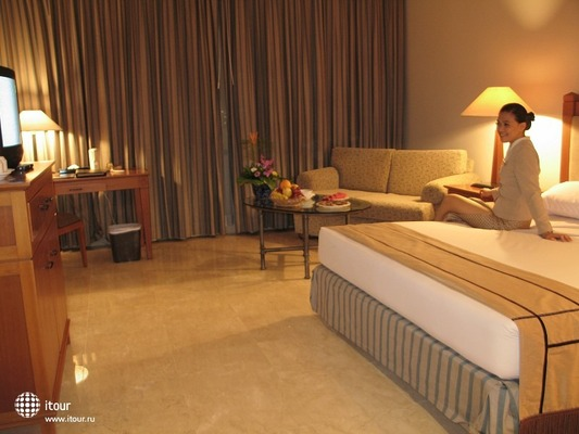 The Ritzy Hotel Manado 4