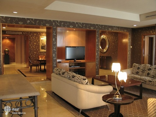 The Ritzy Hotel Manado 6