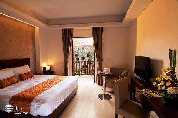Sense Hotel Seminyak 10