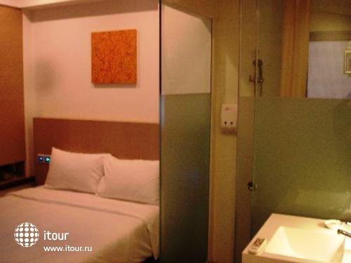 Aqueen Balestier Hotel 4