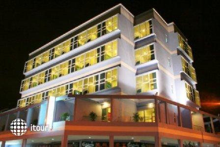 Hotel 81 Elegance 1
