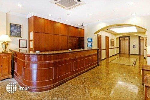 Hotel 81 Classic 2