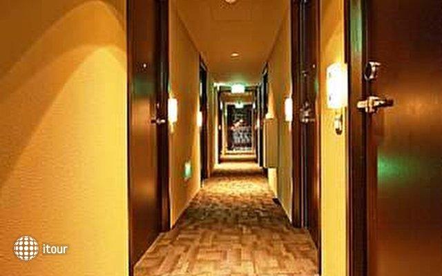 Porcelain Hotel 6