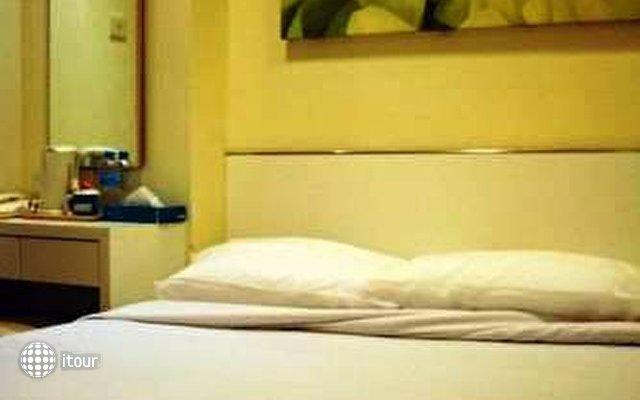 Hotel 81 Cosy 8