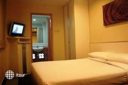 Hotel 81 Cosy 9
