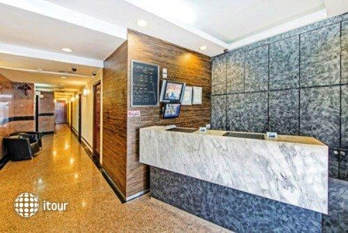 Hotel 81 Cosy 10