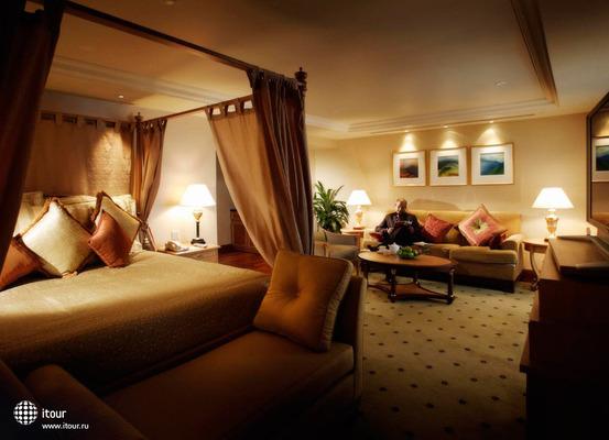 Crown Plaza Hotel 7