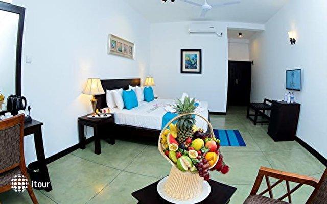 Coco Royal Beach Resort 9