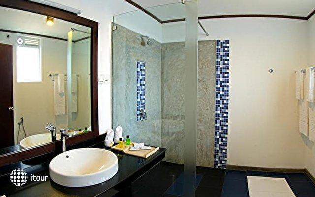 Coco Royal Beach Resort 8