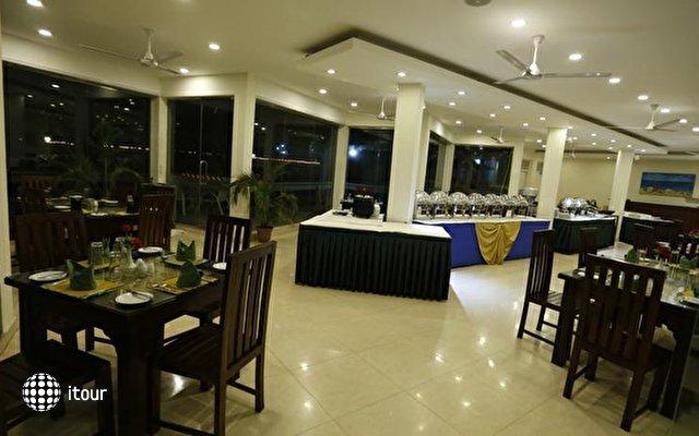 Hikkaduwa Beach Hotel 4