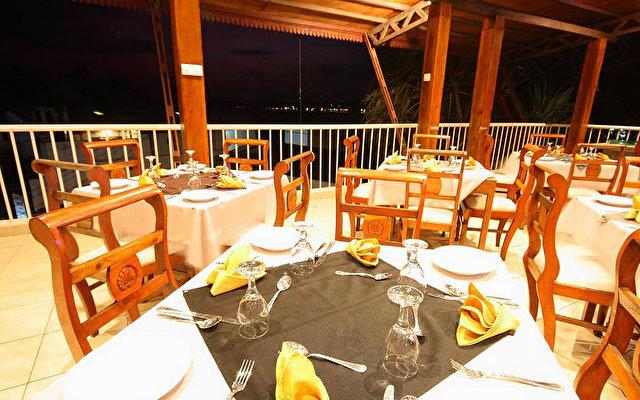 Comaran Beach Hotel 9