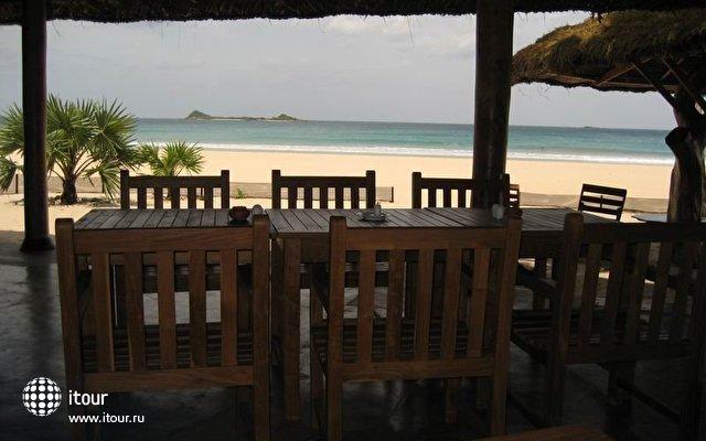 Nilaveli Beach Hotel 5