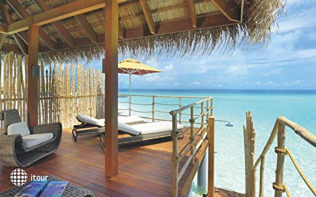 Constance Moofushi Resort 8