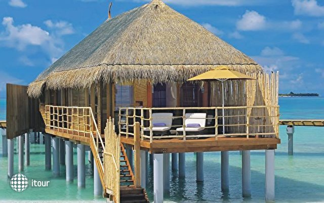Constance Moofushi Resort 7
