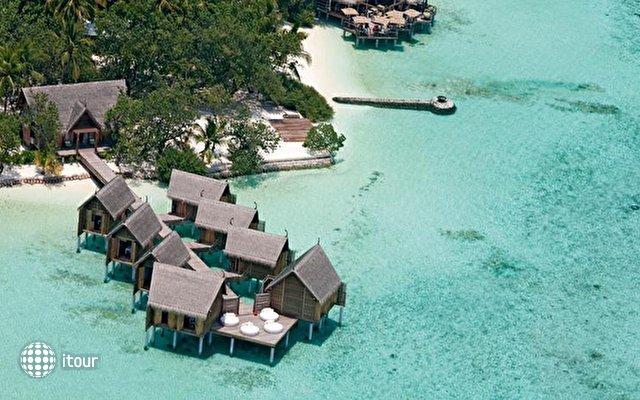 Constance Moofushi Resort 2
