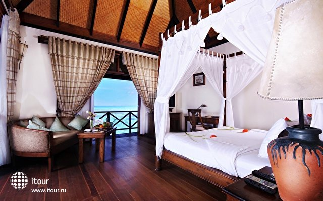 Olhuveli Beach & Spa Resort 5