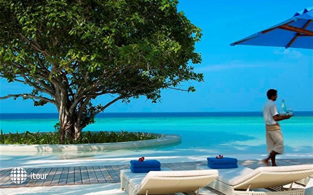 Dusit Thani Maldives 10