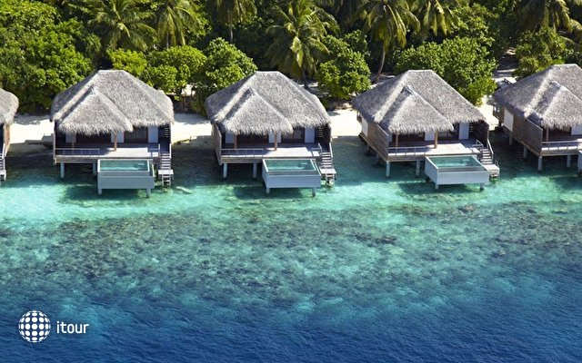 Dusit Thani Maldives 6